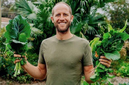 LA MERAVIGLIOSA STORIA DI ROB GREENFILD. Nella foto si vede Rob che tiene della verdura in mano