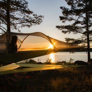 Tree camping dormire appesi ad un albero