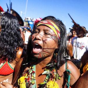 Indios del Brasile che Protestano