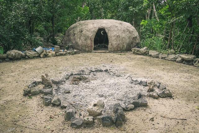 Capanna per il Temazcal Che si trova nel villaggio di ecoturismo nella comunità maya di Tres Reyes
